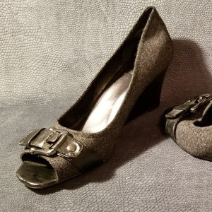Black and Grey edges with Buckle Detail